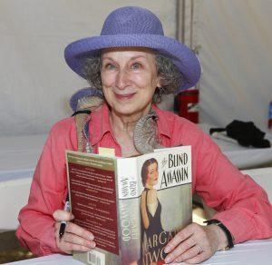 Margaret Atwood: de la autopublicación al firmamento literario