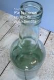 Por lo menos un litro de agua bendita